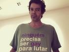 Bruno Mazzeo veste blusa contra homofobia e responde críticas