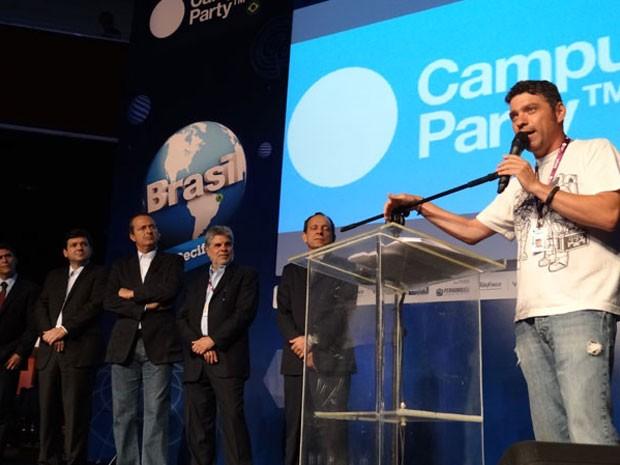 Idealizador do evento, o espanhol Paco Ragageles, discursou e amenizou constrangimento pelo qual passaram prefeito e governador (Foto: Luna Markman / G1)