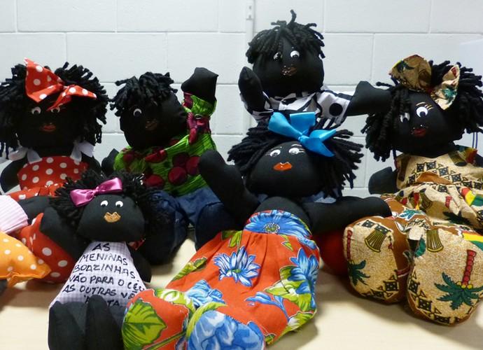 Tem meninas e meninos! As bonecas Makenas representam carinho e consciência racial  (Foto: Ana Puñal / Gshow)