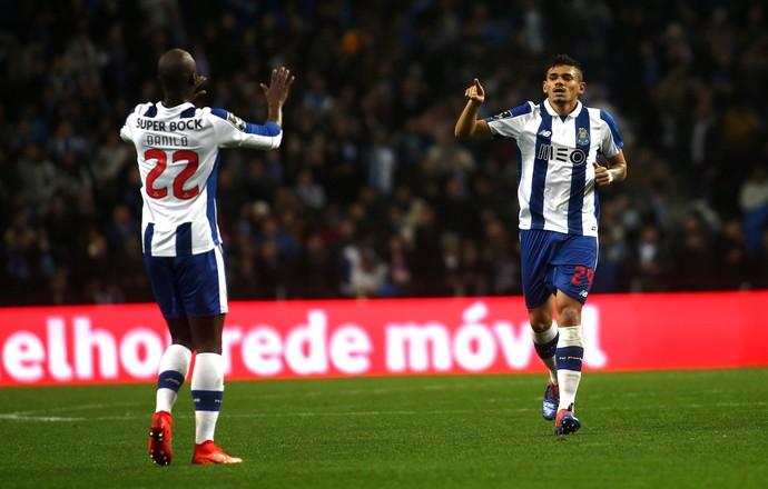 Tiquinho Soares gol Porto Sporting (Foto: Estela Silva/EFE)