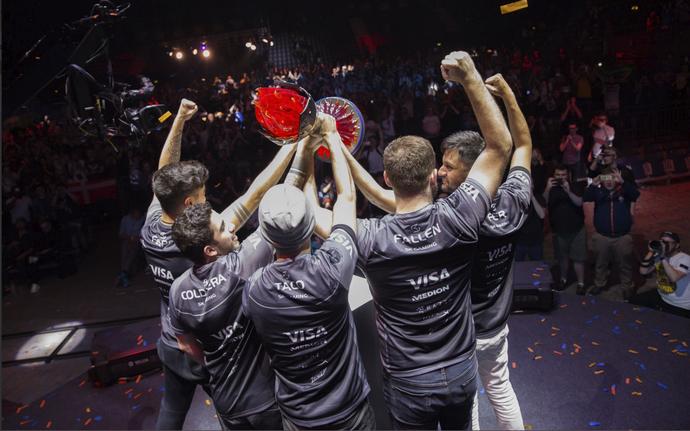 Brasileiros da SK Gaming superam FaZe Clan e levam o título da ECS 3 (Foto: Reprodução / Twitter)