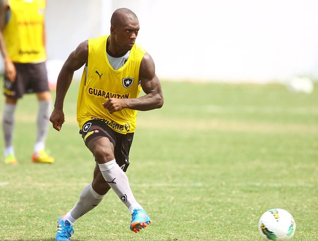 Seedorf no treino do Botafogo (Foto: Ivo Gonzalez / Agencia O Globo)