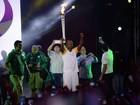 Thiaguinho participa de passagem da tocha olímpica por Salvador