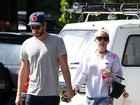 Miley Cyrus e Liam Hemsworth são fotografados juntinhos na Austrália