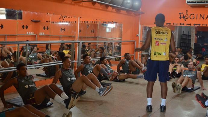 Genus passa por treino físico (Foto: Lívia Costa)
