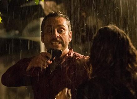Romero faz descoberta e atira contra Atena