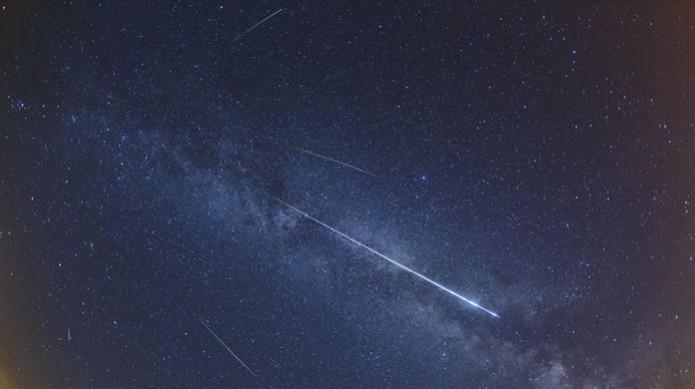 Foto do pico da chuva de meteoros Perseidas em 2012, tirada na cidade de Weikersheim, Alemanha (Foto: Reprodução/NASA) (Foto: Foto do pico da chuva de meteoros Perseidas em 2012, tirada na cidade de Weikersheim, Alemanha (Foto: Reprodução/NASA))