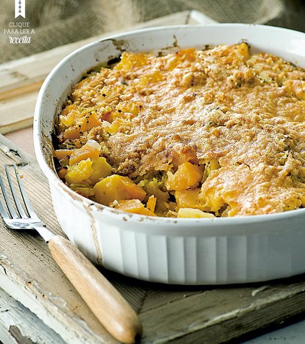 Comfort food para fazer toda uma família vegetariana feliz: torta de abóbora, batata e cenoura, com crosta de queijo e migalhas de pão (Foto: StockFood / Gallo Images Pty Ltd.)
