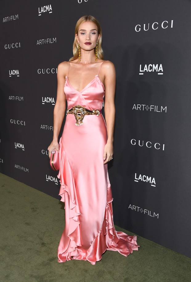 Rosie Huntington em evento em Los Angeles, nos Estados Unidos (Foto: Frazer Harrison/ Getty Images/ AFP)