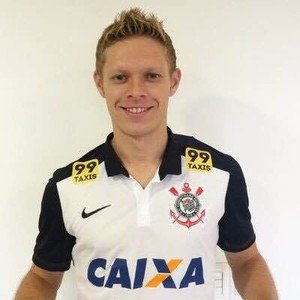 Marlone veste camisa do Corinthians (Foto: Reprodução/Twitter)