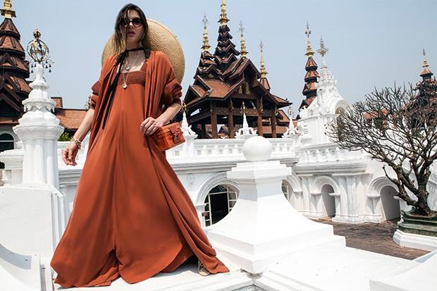 O laranja queimado dá o toque de cor aos looks (Foto: Ricardo Abrahao (Abá Mgmt))