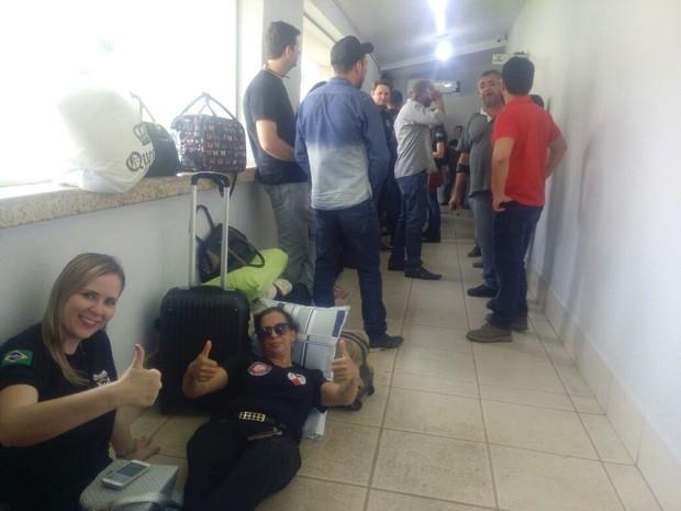 As policiais Lilian Zimermann e Erilene Chagas são do interior e estão dispostas a dormir nos corredores da ALE para sensibilizar o Governo (Foto: Erilene Chagas/Arquivo pessoal)