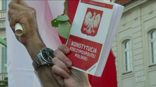 Deputados da Polônia aprovam reforma polêmica na Justiça