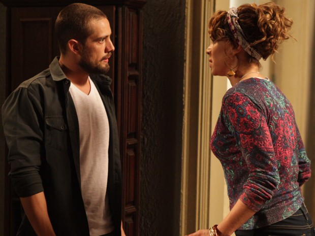 Climão! Vicente e Cristina discutem por causa de Maria Clara (Foto: Pedro Curi/Gshow)