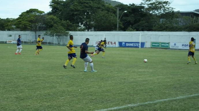 Doze estreou no futebol profissional com vitória sobre o GEL, no Salvador Costa (Foto: Richard Pinheiro/GloboEsporte.com)