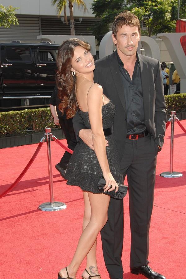 A modelo Adriana Lima e seu marido, o jogador de basquete Marko Jaric (Foto: Getty Images)