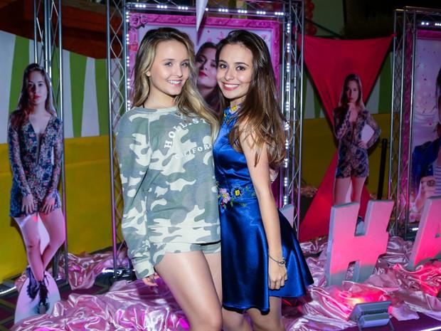 Larissa Manoela e Thaynara Bergamim em festa em São Paulo (Foto: Manuela Scarpa/ Brazil News)