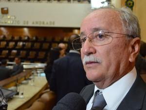 Luciano Bispo fala sobre a polêmica da Lei de Subvenções  (Foto: Marina Fontenele/G1)