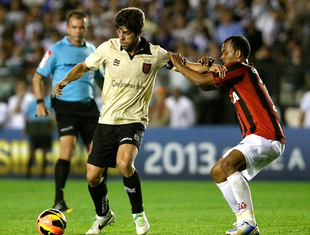 Juninho Pernambucano jogo Vasco e Atlético-PR (Foto: Ivo Gonzalez / Agencia O Globo)
