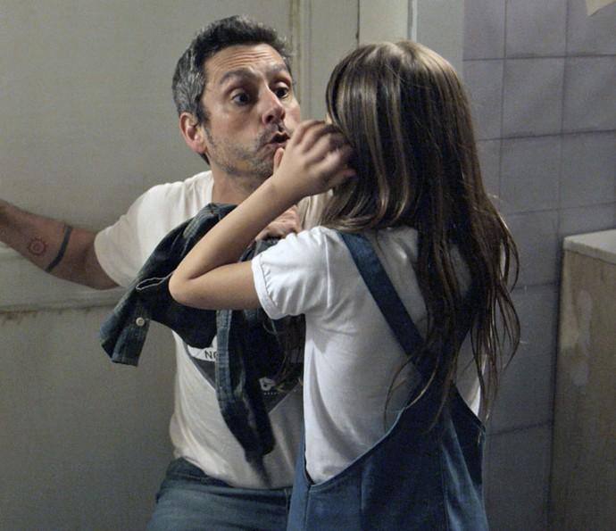 Aninha liberta o ex-vereador (Foto: TV Globo)