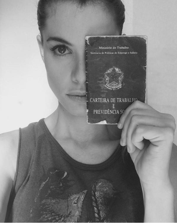 Alinne Moraes protesta contra a reforma trabalhista (Foto: Reprodução / Instagram)