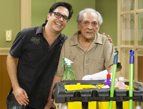 Lúcio Mauro Filho posa ao lado do pai, em uma das últimas aparições do saudoso veterano (Foto: Divulgação/ Rede Globo)