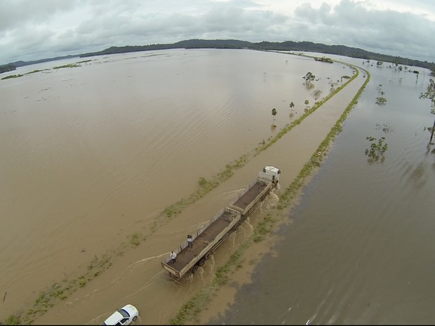 Nível do Rio Madeira continua subindo e com isso o tráfego pela BR-364 permanece ameaçado. (Foto: Josenir Melo/ Secom Acre)