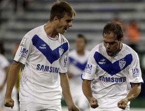 Ezequiel Rescaldani e Federico Insua gol Libertadores (Foto: EFE)