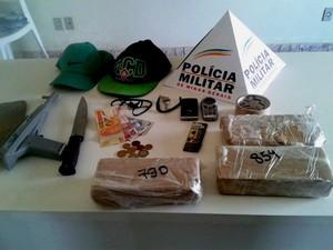 Polícia apreende drogas em Pimenta (Foto: Polícia Militar/Divulgação)