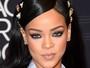 Rihanna usa look de gosto duvidoso em premiação nos Estados Unidos