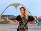 Tânia Mara posa na Sapucaí e comemora show de carnaval