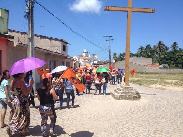 Servidores percorreram as ruas da cidade (Foto: Micaelle Morais / G1)