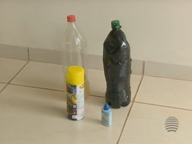 Materias como garrafas e embalagens foram apreendidos (Foto: Reprodução/TV Fronteira)