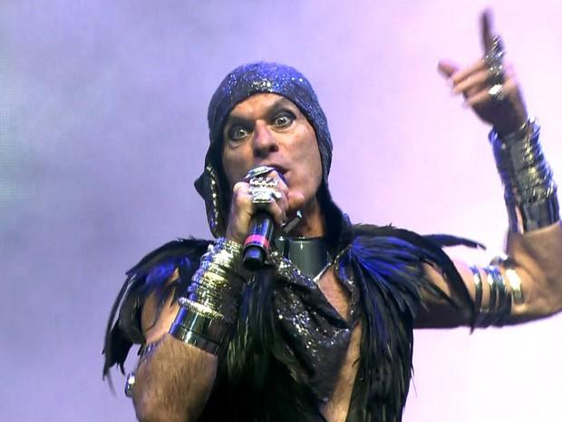 Ney Matogrosso abriu a Virada Cultural com a música Rua de Passagem (Foto: GloboNews/Reprodução)