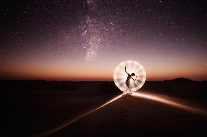 O efeito é criado com tubos de luz de quatro polegadas  (Foto: Flickr / Eric Paré)