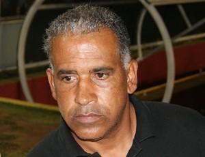 Ademir Fonseca, técnico do ABC, tenta vitória diante do Ipatinga (Foto: Augusto Gomes/GLOBOESPORTE.COM)