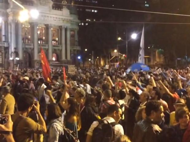 Manifestantes se reuniram na Cinelândia, Centro do Rio (Foto: Henrique Coelho/G1)
