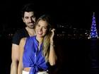 Ex-BBBs Adriana e Rodrigão curtem romance e posam em clima natalino