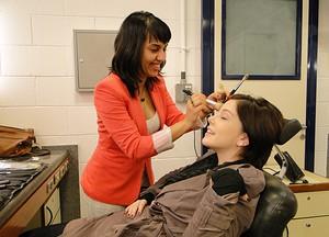 Base que protege muito mais e ainda trata a pele é febre entre maquiadoras  (Malhação / TV Globo)