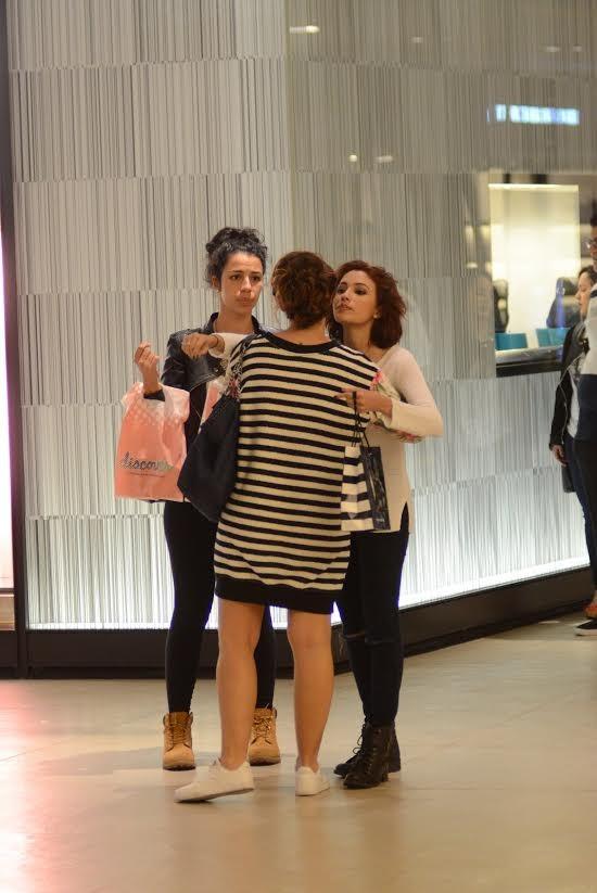 Fabiula Nascimento passeia com amigas em shopping carioca (Foto: Fabio Moreno/Agnews)
