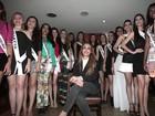 Candidatas do RJ ao Miss Universo se encontram em restaurante