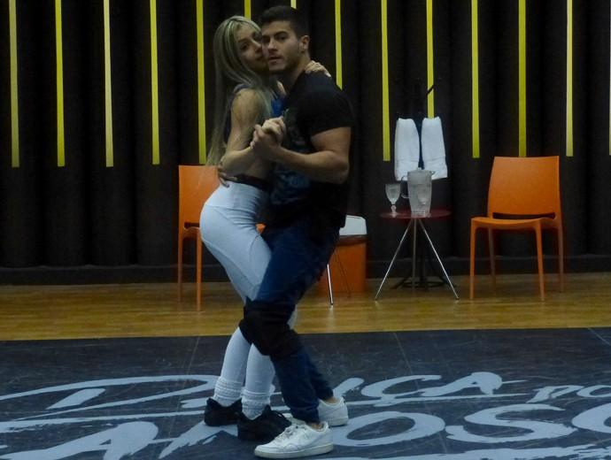 Arthur Aguiar em ensaio do 'Dança' (Foto: Gshow)