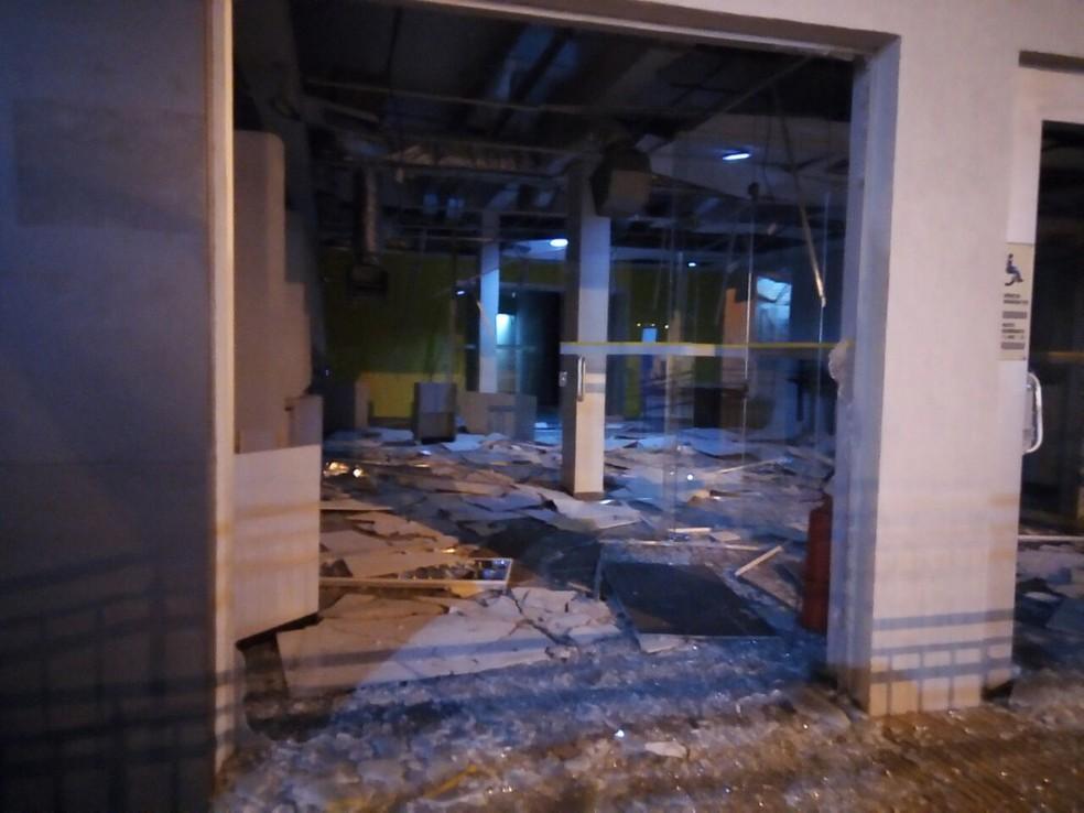 Agência do Banco do Brasil ficou destruída após ação (Foto: Divulgação/Amcnoticias)