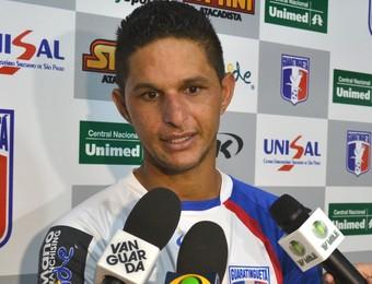 Zagueiro Rocha Guaratinguetá (Foto: Filipe Rodrigues)