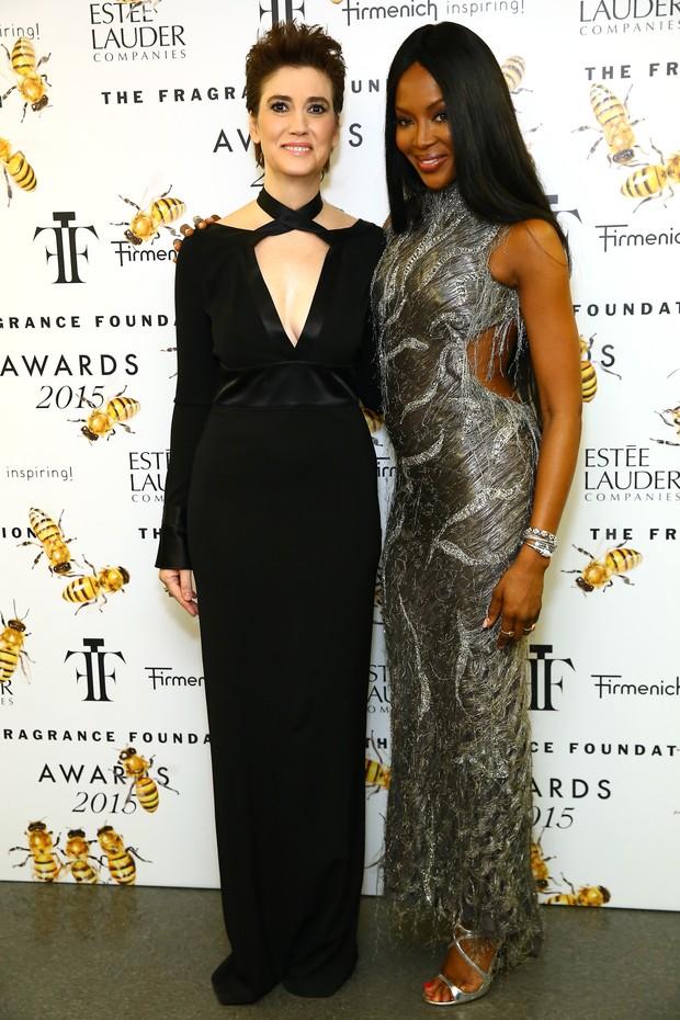 Elizabeth Musamanno, presidente da Fundação Fragrance, e Naomi Campbelem evento em Nova York, nos Estados Unidos (Foto: Michael Loccisano/ Getty Images/ AFP)