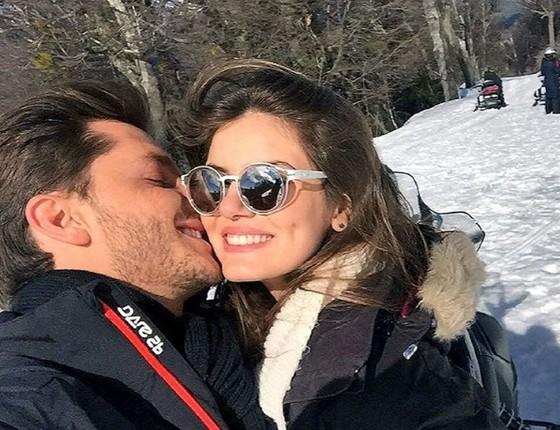 O ator com a namorada, Camila Queiroz:  (Foto: Reprodução/ Instragram)