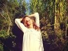De vestido curto, Alessandra Ambrósio aproveita St. Tropez