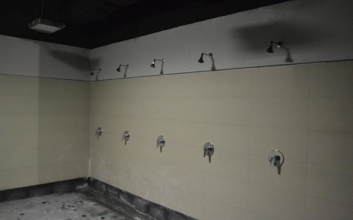 Chuveiros também já estão quase prontos para uso (Foto: Divulgação/Site Oficial do Atlético-PR)