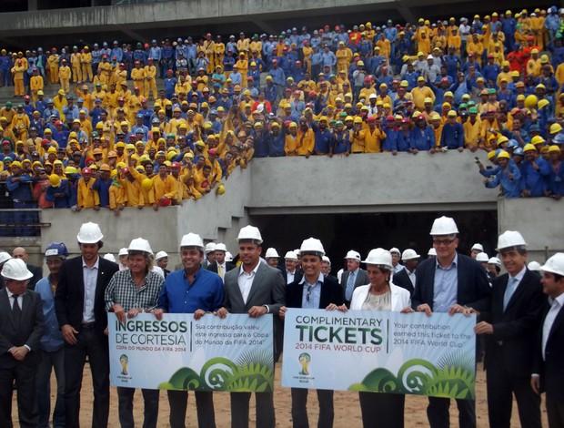 Jérôme Valcke, Ronaldo, Bebeto elogiaram as obras da Arena das Dunas, em Natal (Foto: Tiago Menezes)