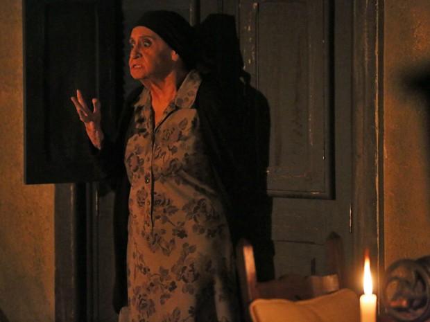 Jesuína se desespera ao ver Comendador  (Foto: Isabella Pinheiro/ Gshow)